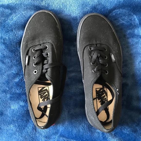 d66c9b93290 Black Tie On Vans. M 5bbbce37bb7615e4131209f2